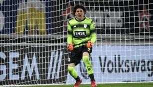 Ochoa celebra victoria de Standard de Lieja en Liga de Bélgica