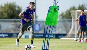 Héctor Herrera en una práctica con el Porto