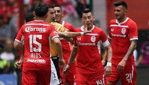 Sambueza recibe manotazo de jugador de Chivas