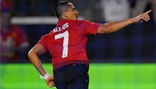 Alexis Sánchez celebra anotación con el Manchester United