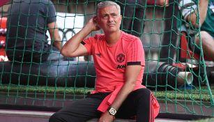 Mourinho observa a su equipo en juego amistoso