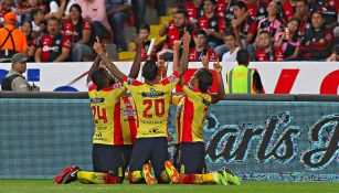 Jugadores Morelia celebran el gol del triunfo