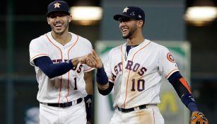 Jugadores de los Astros celebran un triunfo