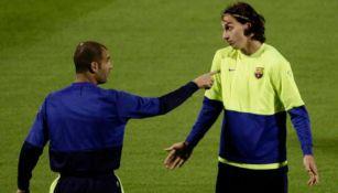 Guadriola y Zlatan durante un entrenamiento con el Barcelona