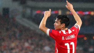 Chucky Lozano festeja un gol con el PSV