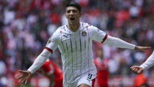 Alan Pulido celebrando un gol el torneo pasado