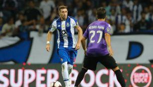 Héctor Herrera durante el partido entre Porto y Moreirense