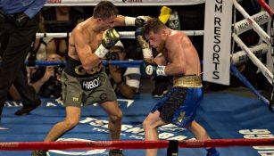 Golovkin lanza un golpe a Canelo en su pelea de 2017