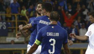 Jugadores de Italia festejan el gol de Jorginho