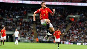 Saúl celebra gol contra Inglaterra