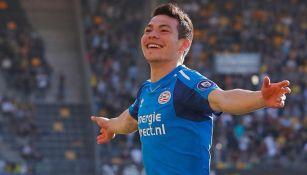 Hirving Lozano celebra una anotación con el PSV