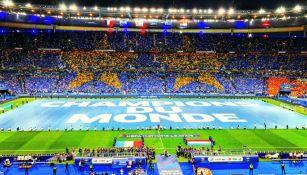 Cancha del Stade de France con manda de Campeones