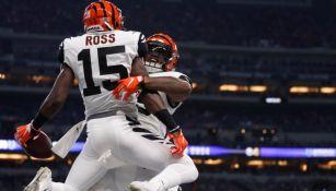 Ross celebra con Mixon anotación frente a los Colts