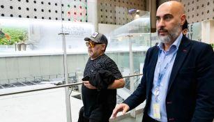 Maradona, durante su llegada al AICM