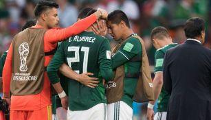 Edson Álvarez y Hugo Ayala se lamentan en un juego del Tri