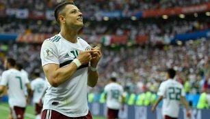 Javier Hernández, celebra gol de México en el Mundial de Rusia