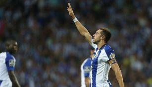 Héctor Herrera festeja gol en el Porto