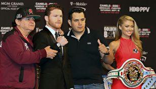Canelo Álvarez junto a su equipo de trabajo