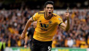 Raúl Jiménez festeja gol con el Wolves