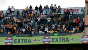 Aficionados de Tigres y América en el Estadio Universitario de la UANL