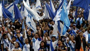 Afición alienta Puebla en el suelo contra Lobos BUAP