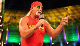Hulk Hogan durante su aparición en Crown Jewel