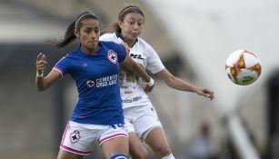 Acciones del encuentro entre Cruz Azul y Pumas de la Liga Femenil