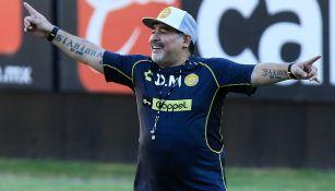 Maradona, da indicaciones en entrenamiento de Dorados