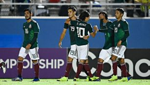 Jugadores del Tri celebran un gol frente a Jamaica