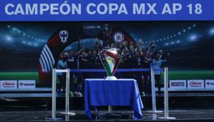 Trofeo de Cruz Azul de campeón de la Copa MX