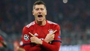 Robert Lewandowski festeja su segundo gol contra AEK Atenas