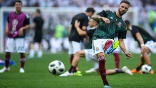 Miguel Layún calienta previo a un duelo con el Tricolor