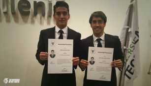 Abella y Acevedo se titulan en administración