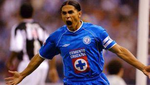 Francisco Palencia festeja gol con en su paso por Cruz Azul