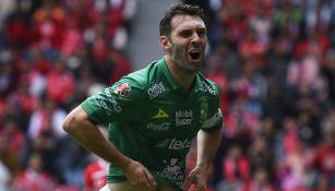 Mauro Boselli celebra un gol ante el Toluca