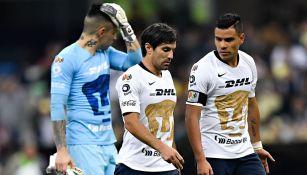 Jugadores de Pumas se lamentan tras la goleada ante América