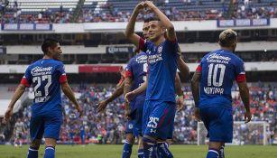 Roberto Alvarado festeja gol en el Estadio Azteca