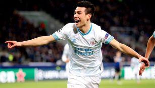 Lozano, festeja anotación con el PSV