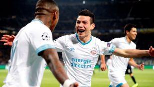 Lozano festeja gol con el PSV