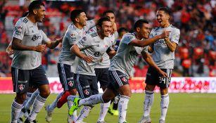 Jugadores de Atlas festejando un gol ante Querétaro