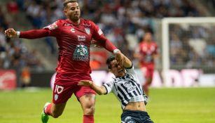 Edwin Cardona durante el juego entre Rayados y Pachuca
