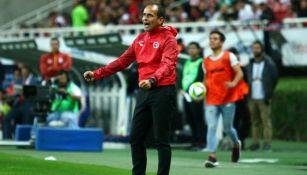 Oscar Pareja durante el juego contra Chivas