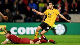 Jiménez, en el juego vs Liverpool en la FA Cup