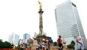El Ángel de la Independencia durante el Maratón de la CDMX