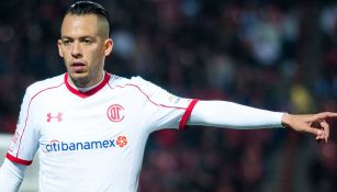 Rodrigo Salinas en un partido con Toluca