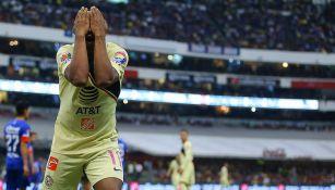 Andrés Ibargüen se lamenta tras una falla