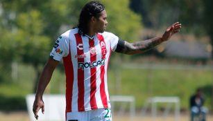 Gullit Peña en un partido con Necaxa