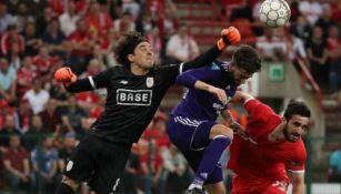 Guillermo Ochoa durante un juego del Standard de Lieja