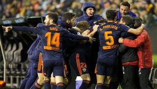 Jugadores del Valencia festejando un gol ante el Celta