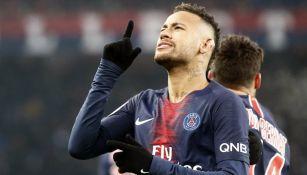 Neymar celebra su anotación frente al Guingamp